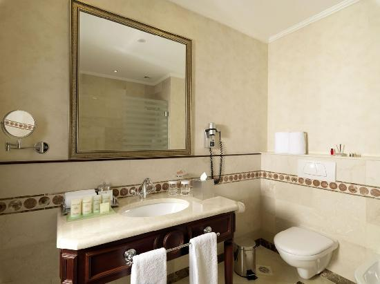 Le Patio Boutique Hotel: .Bathroom