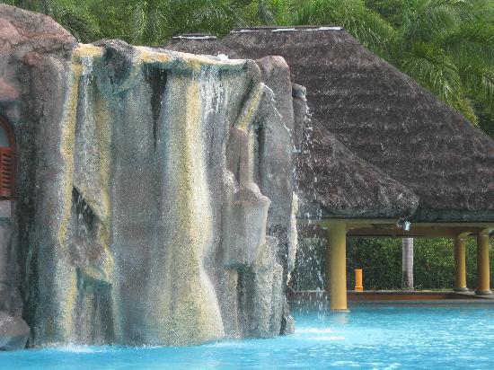 Le Domaine de La Reserve: The swimming pool