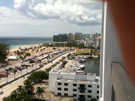 Bahia Mar Fort Lauderdale Beach - a Doubletree by Hilton Hotel: View of beach AND marina