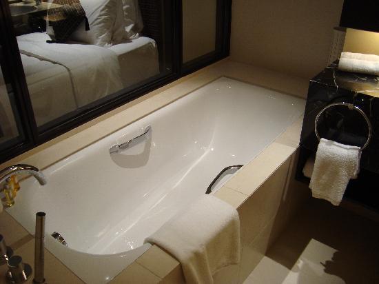 โรงแรมพาร์ครอยัล ออน บีชโร้ด: No. 1