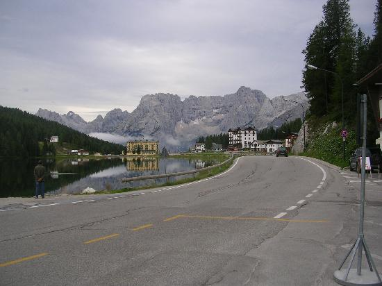 Grand Hotel Misurina : Lake Misurina from road next to hotel