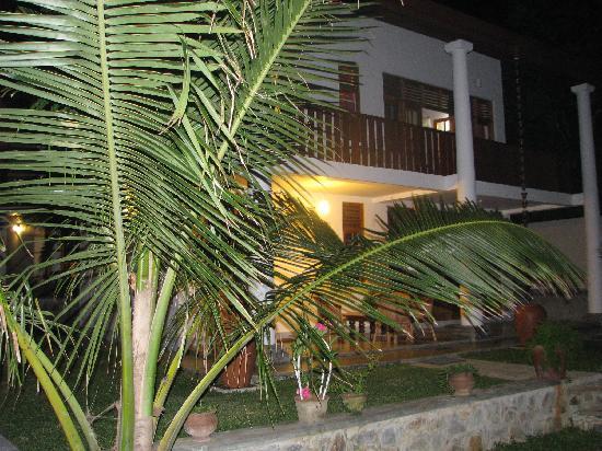 มูนสโตน วิลลาส์: For Romantics .... Night View!