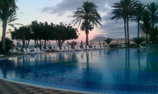 Hotel Riu Palace Tres Islas: Poolanlage
