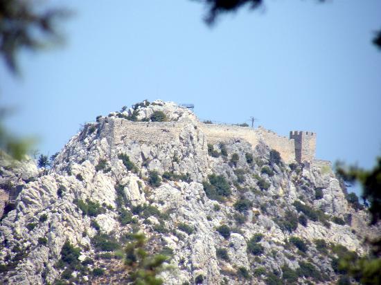 ท่าเรือไคเรเนีย: Saint Hilarion Castle Northern Cyprus