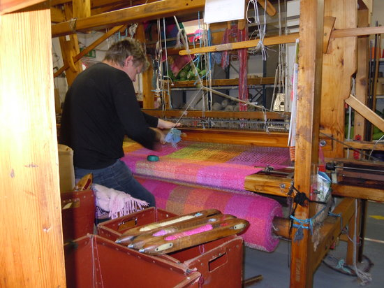 Gray Line Dublin: Handweaver in Avoca