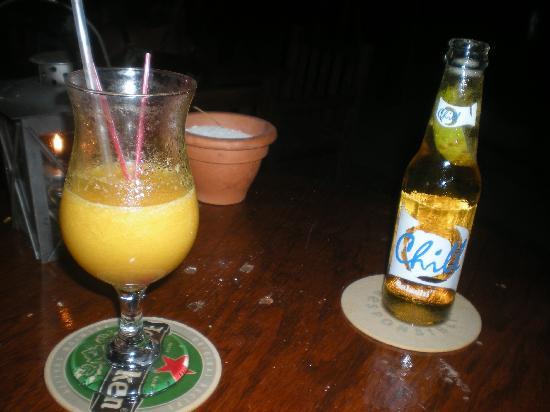Moomba Beach Bar & Restaurant: Drinks beachside