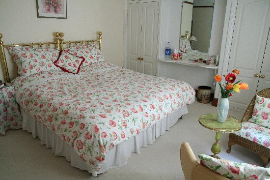 The Knoll Bed and Breakfast: Guest Room