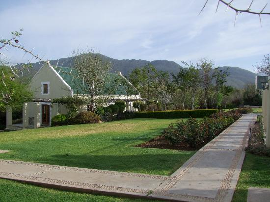 Garden Route (Tsitsikamma, Knysna, Wilderness) National Park: The Thorntree Stopover at Oudtshoorn