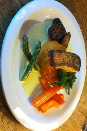 19 Streatham: panfried salmon with sweet potatoes mash