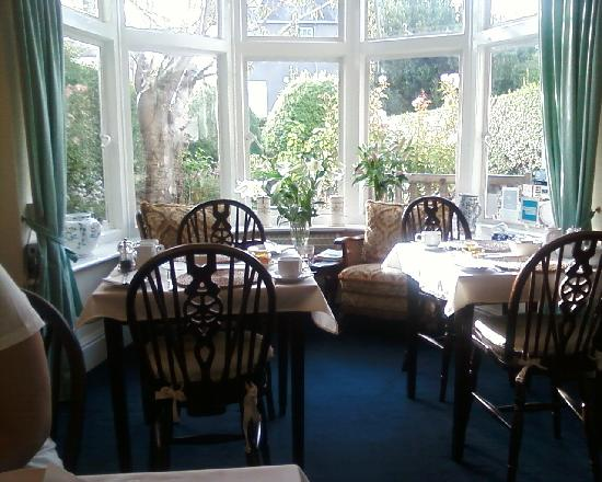 The Swallows Guest House: What a better way to start the day, a wonderful breakfast in the sunny breakfast room