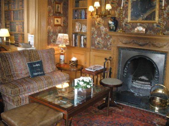 Summer Lodge: The Bar