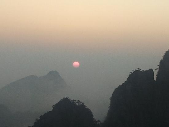 Mt. Huangshan (Yellow Mountain): sunrise like a moon cake istead