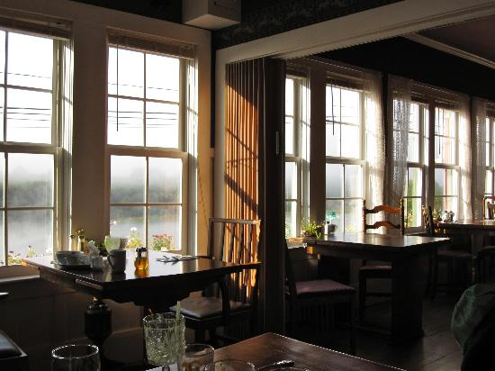 Historic Requa Inn: dining room with a view