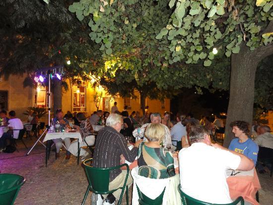 Café Inglês: The terrace