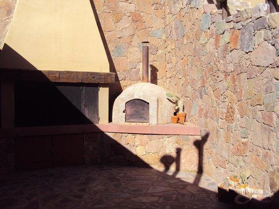 22.-Purmamarca: Terrazas de la Posta: parrilla y horno a leña.