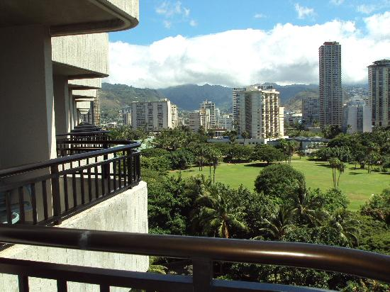 Hale Koa Hotel: view from 9th floor room.Waile tower
