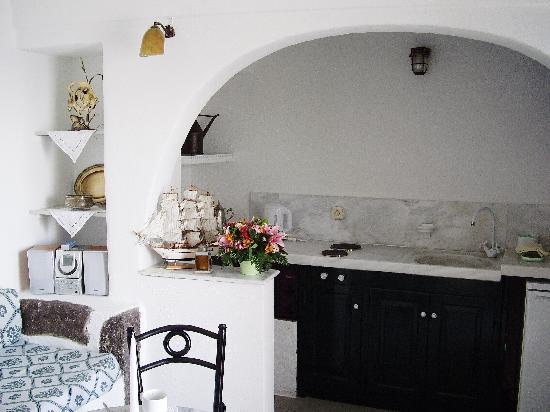 Fanari Villas: 可愛いキッチン