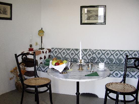 Fanari Villas: ダイニングキッチンのリビング