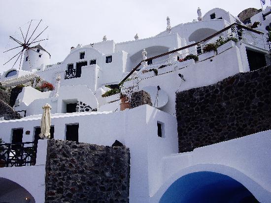 Fanari Villas: プールから見た客室