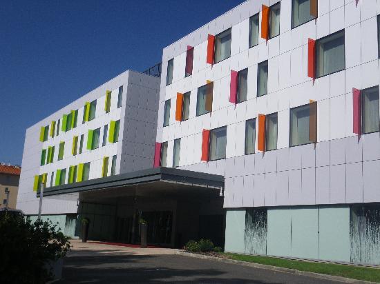 Radisson Blu Hotel, Toulouse Airport: Radisson outside entrance