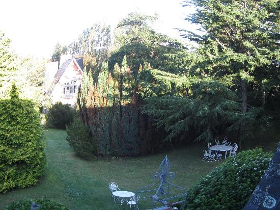 Le Petit Manoir de Keriolet: il parco visto dalla finestra della stanza