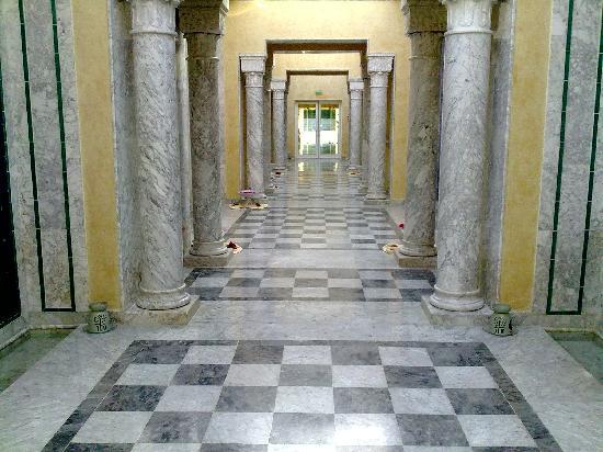Hasdrubal Thalassa Hotel & Spa Port El Kantaoui: couloir d'accès à la thalasso