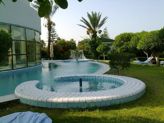Hasdrubal Thalassa Hotel & Spa Port El Kantaoui: piscine extérieur de la thalasso