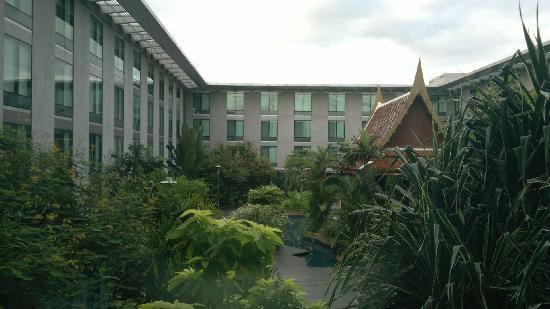 โนโวเทล แบงคอค สุวรรณภูมิ แอร์พอร์ท: Court yard of hotel.