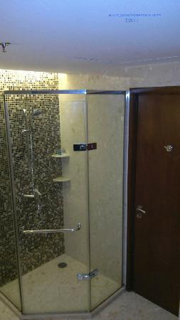โนโวเทล แบงคอค สุวรรณภูมิ แอร์พอร์ท: Shower.