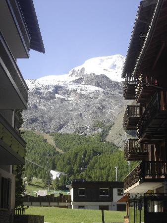Chalet Hotel Ambassador : A view from just behind the hotel