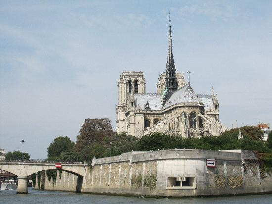 Premium Tours - London Tours: Notre Dame... seen on the river cruise