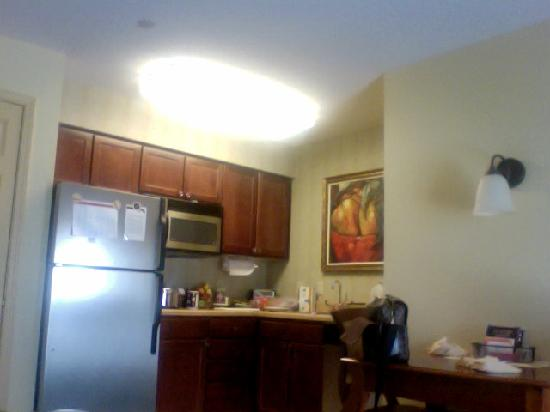 Residence Inn Joplin: kitchen