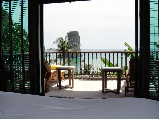 เซ็นทารา แกรนด์ บีช รีสอร์ท แอนด์ วิลล่า: View from bed on to bedroom sundeck