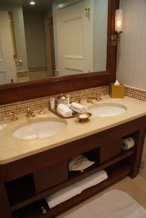 The St. Regis Washington, D.C.: Bathroom
