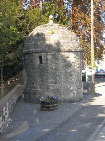 "Premium Tours - London Tours: ""The Hole"" - Old prison for criminals, seen whilst arriving to Bath"