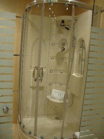Hotel Las Arenas Balneario Resort: la ducha hidromasaje (varios tipos de masajes)