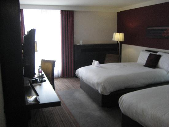 Crowne Plaza Birmingham City Centre: Great room - noisy air con