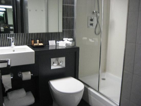 Crowne Plaza Birmingham City Centre: Shower room rather than bathroom