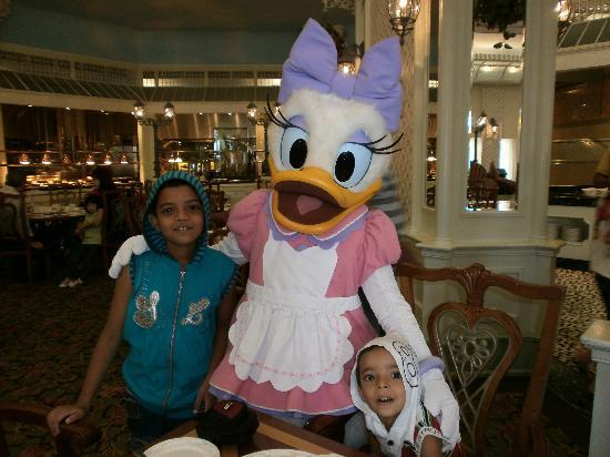 Disney's Hollywood Hotel: Breakfast Companions!