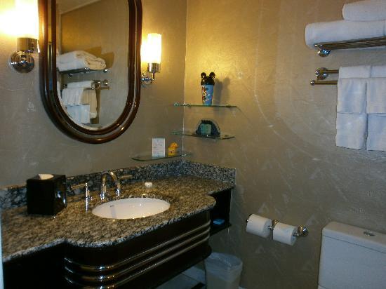 โรงแรมดิสนีย์ ฮอลลีวู้ด ฮ่องกง: Bathrrom