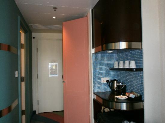 โรงแรมดิสนีย์ ฮอลลีวู้ด ฮ่องกง: Tea kitten etc