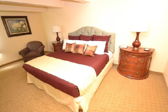 Fox Hills Resort: Deluxe Plus Room with one king bed