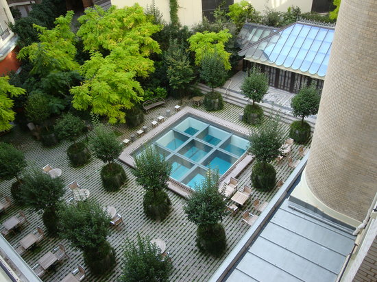 Le Royal Monceau-Raffles Paris: view of the courtyard from our room(314)