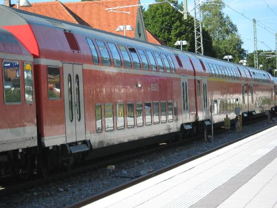 Pension Krinserhof: YOU CAN GET TRAINS BUSES SO CLOSE TO SEEFELD TOWN ALL THIS NOT TO BE MISSED