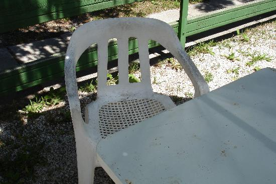 Camping Sant'Andrea: la sedia del cortile esterno