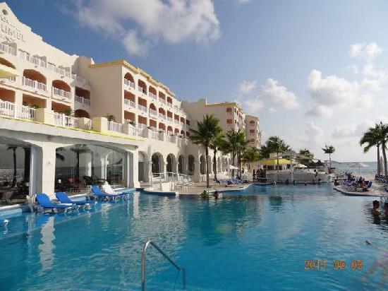 Cozumel Palace: The pool
