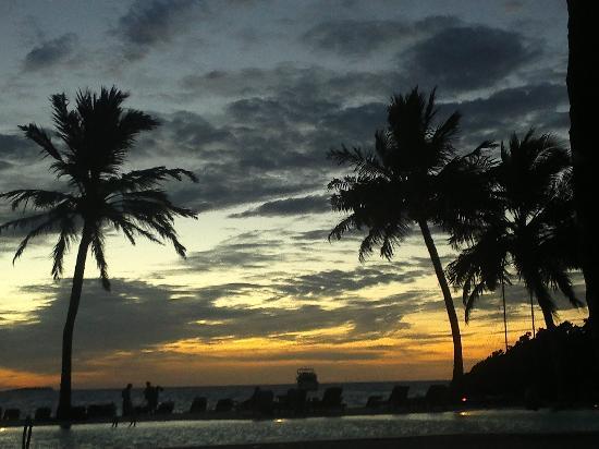 มีรูไอซ์แลนด์รีสอร์ท&สปา: Sunset on the island