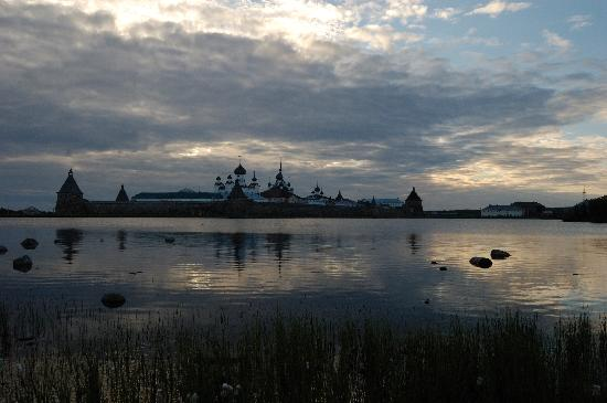 Solovetsky Islands, Russie : Solovky monastery from Holy Lake