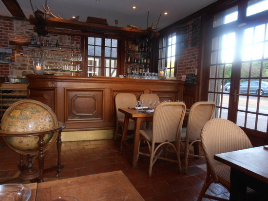 Le Moulin Saint Georges : The bar and eating area