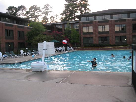 Woodlands Hotel & Suites - Colonial Williamsburg: Pool pic
